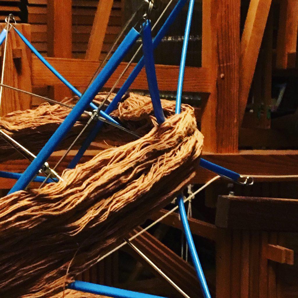 栗で染めた糸